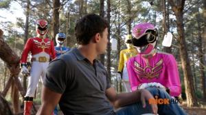 Power.Rangers.Megaforce.S20E04.Stranger.Ranger.720p.HDTV.h264-OOO.mkv_snapshot_12.35_[2013.02.24_19.43.48]
